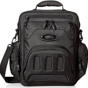 OAKLEY Padded laptop compartment and many compartments Fits most 15 inch